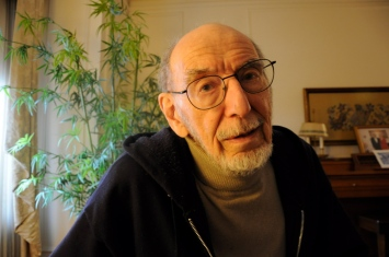 """CHICAGO—Sunday, April 28, 2013: Ray Groban, 90, was recruited by the Haganah, which he described as """"the National Guard of Israel, then Palestine,"""" to illegally acquire materiel, including an airplane, from 1946 to 1948."""